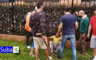 Cansados de la inseguridad habitantes de Suba golpean y desnudan a un ladrón