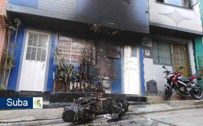 Borracho y enfurecido, hombre le mete candela a la moto y a la casa en la que vive su ex compañera sentimental en el barrio El Rincón