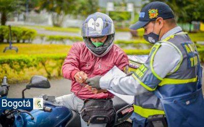 ¡Pilas motociclistas! Entró en vigencia uso correcto del casco para motos en Colombia